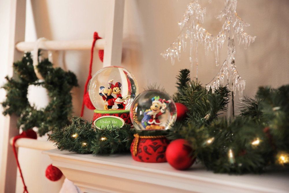 Minnie and Mickey Mouse Mantle Decorations