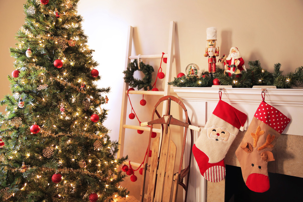 Traditional Christmas Mantle Decorations
