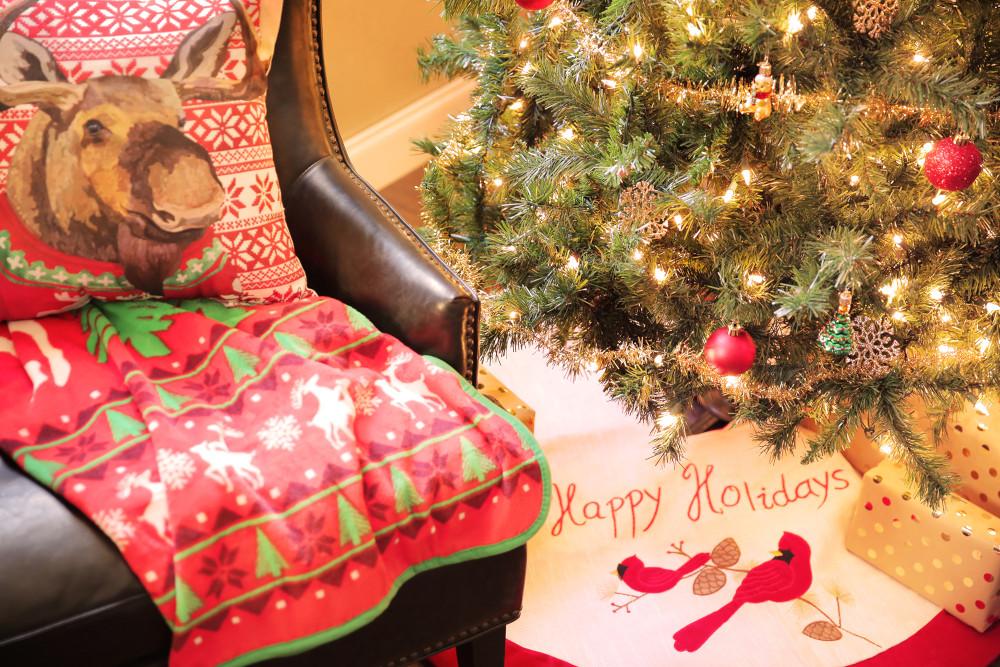 Traditional Christmas Tree Skirt