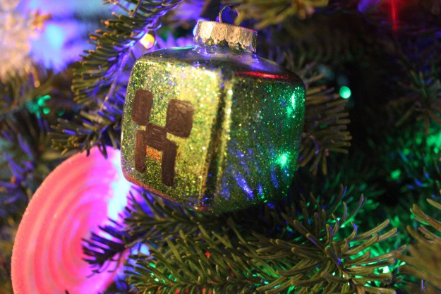 DIY Minecraft Creeper Ornament