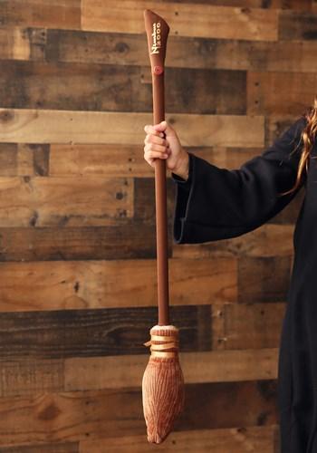 Harry Potter Nimbus 2000 Broom Main Upd