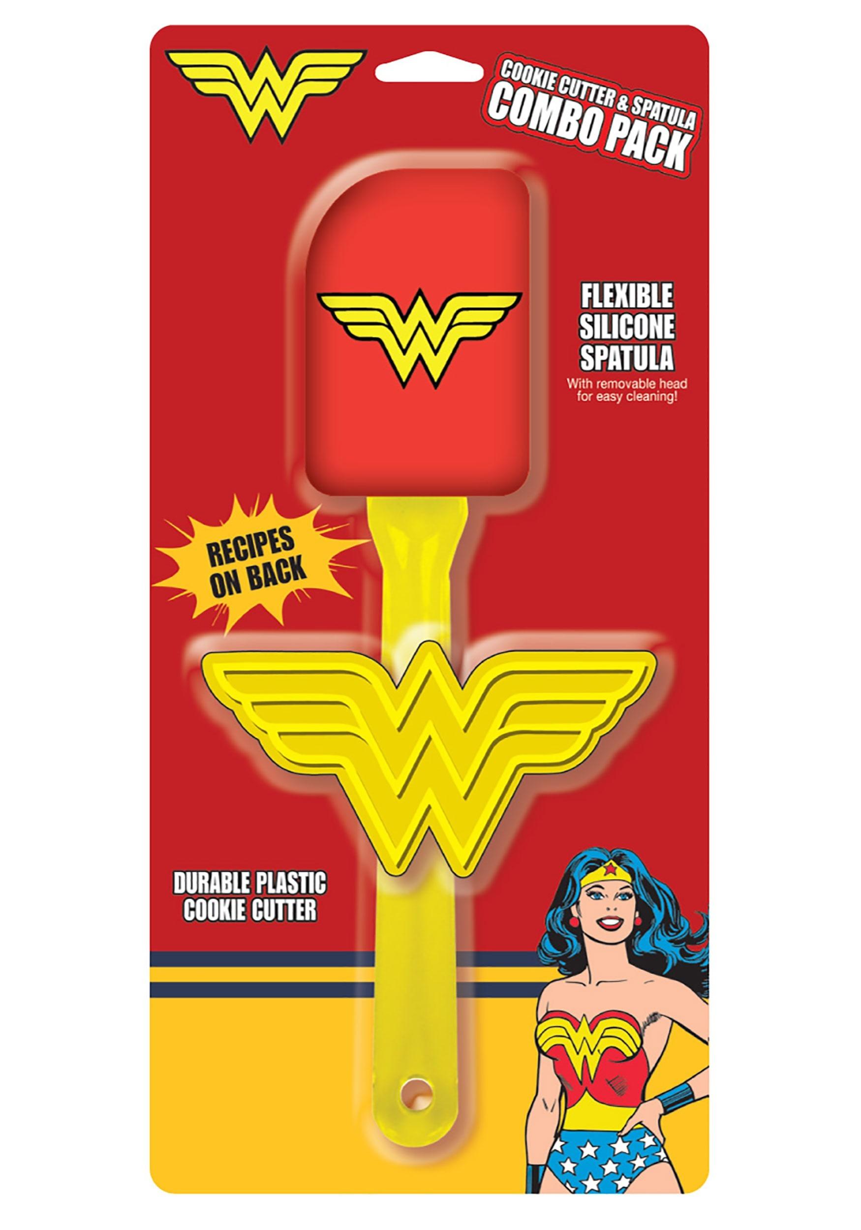DC Wonder Woman Cookie Cutter & Spatula Combo Set