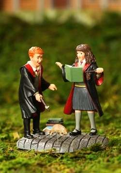 Wingardium Leviosa! Harry Potter Village Figurine1