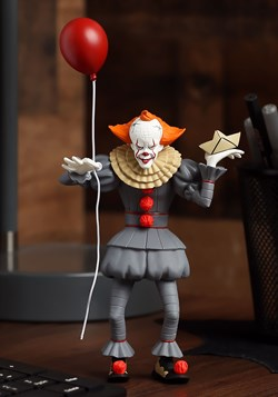 IT Pennywise 2017 Toony Terrors 6 Scale Figure update