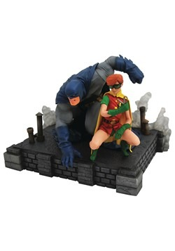 DC Gallery Dark Knight Returns Batman & Carrie DLX PVC Fig