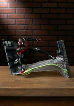 DIAMOND SELECT MARVEL GALLERY MILES MORALES PVC STATUE