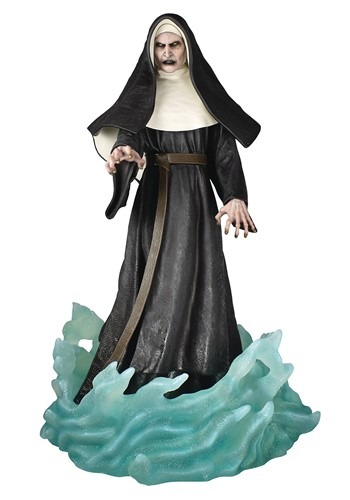 DIAMOND SELECT NUN GALLERY PVC STATUE