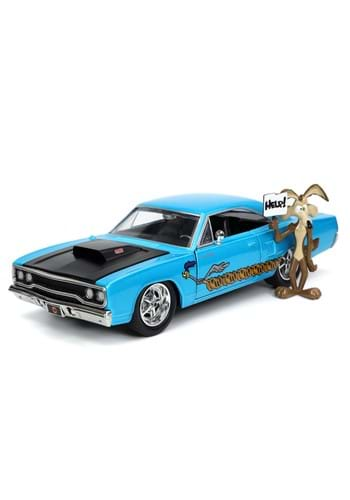 Hollywood Rides 70 Plymouth Road Runner with Wile E. Coyote