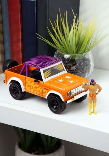 1 24 Hollywood Rides WWE 73 Ford Bronco with Macho Man