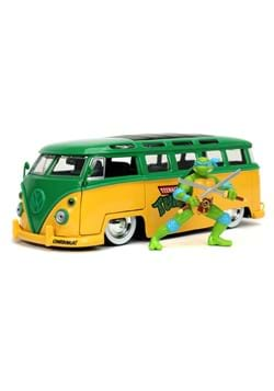 1 24 Scale TMNT Hollywood Rides 1962 Volkswagen Bus w Leo
