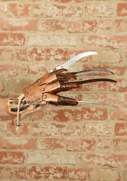 Freddy Krueger Glove alt 1